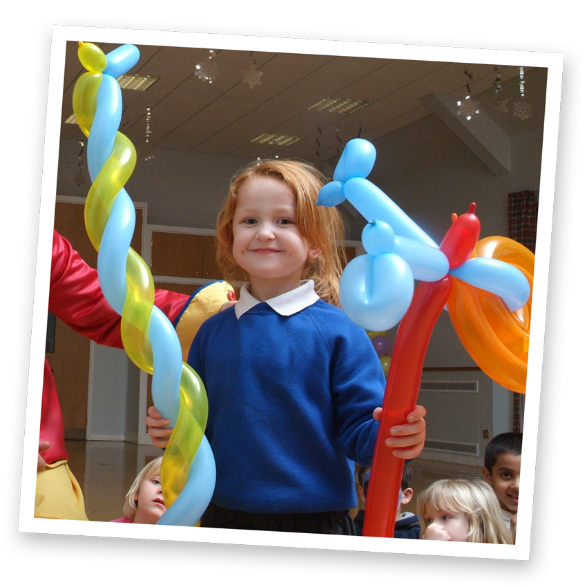 amazing balloon modelling at our kids deluxe party